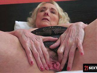 Mature BBW Masturbates While She Waits To Be Fucked