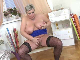Mature.nl - Big breasted BBW playing with herself