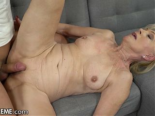 Cougar Controls Cock With Care During Awesome Cowgirl Ride