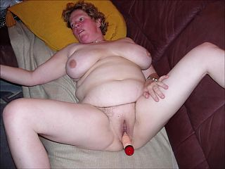 0008 Granny's nude pussy
