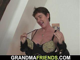 They film porn movie with skinny granny