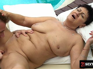 Macho Massage Therapist Drills GILF By The Pool